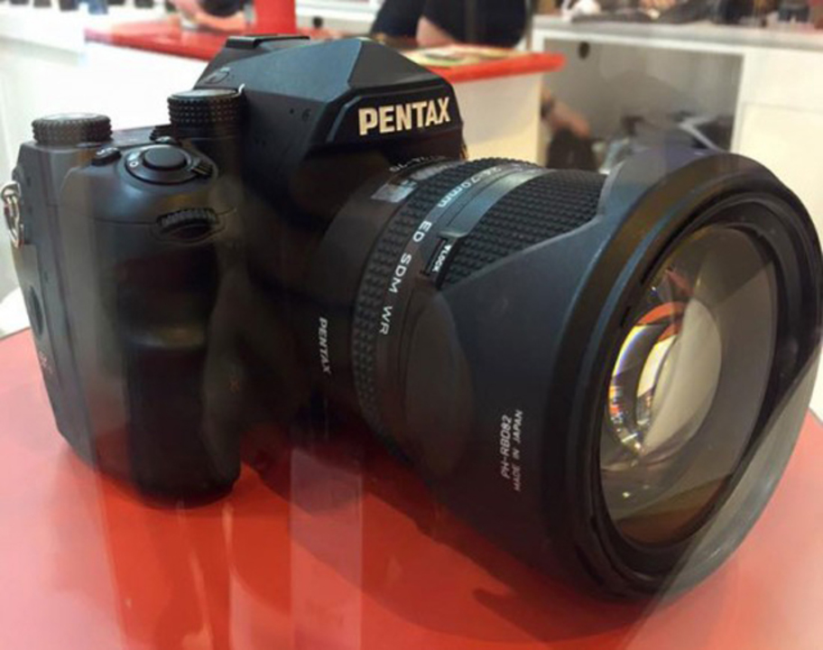 PENTAX期待のフルサイズ機、ただいまパリで展示中
