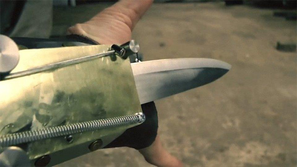 アサシンクリードの武器を手作りした男性が、めちゃくちゃ楽しそうでうらやましい