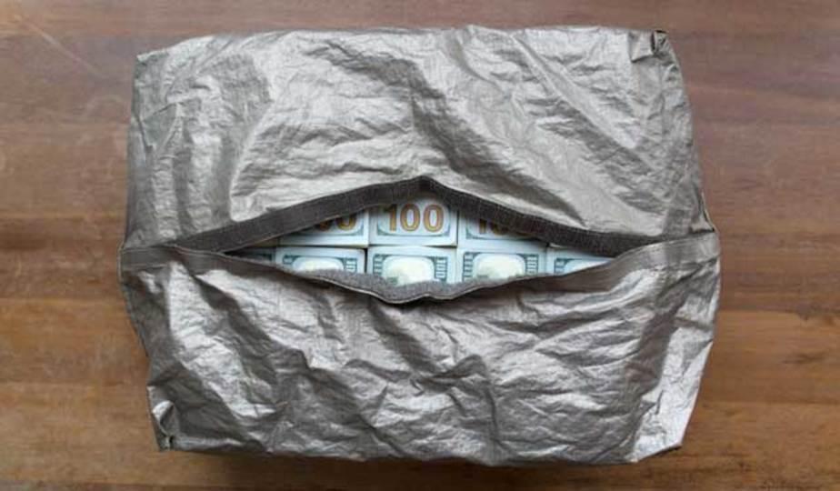 銀行強盗計画するなら必須、電波ブロックする現金バッグ