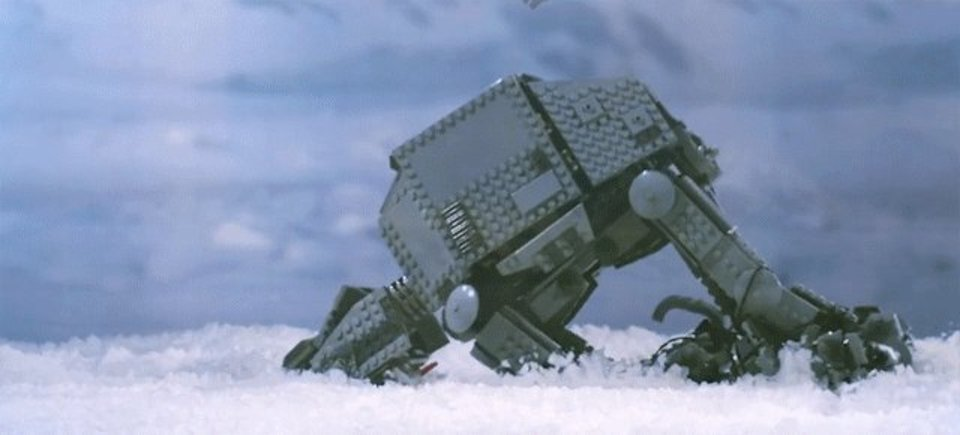 ホスの地上に落下するAT-AT。スター・ウォーズの世界観をレゴで忠実に再現