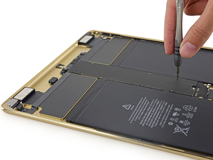 解体! iPad ProはAir 2より修理しやすいiPadに