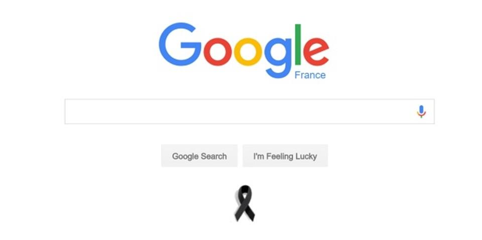 グーグルやアップルのサイトにパリ哀悼のブラックリボン