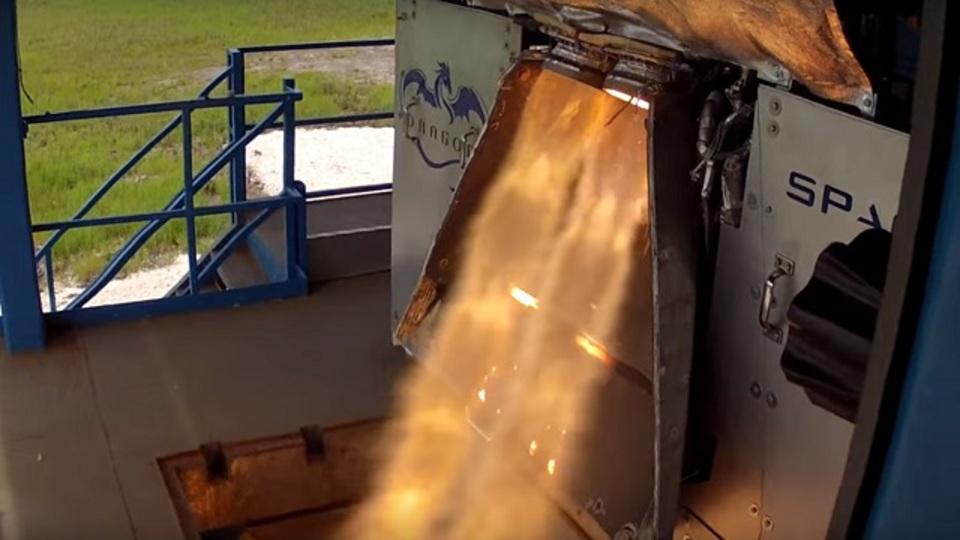 イーロン・マスクのスペースXが宇宙船「ドラゴン」のエンジンテストで開発レベルをクリア