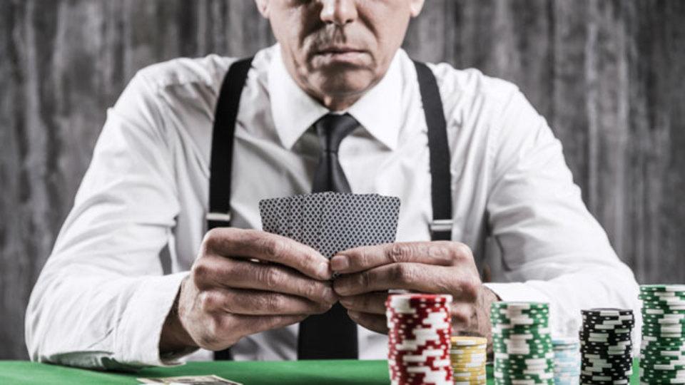 アルゴリズム、ポーカーフェイスに騙されない