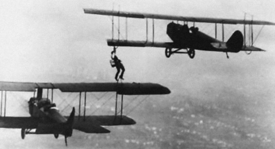 昔の飛行機の空中給油があり得ない