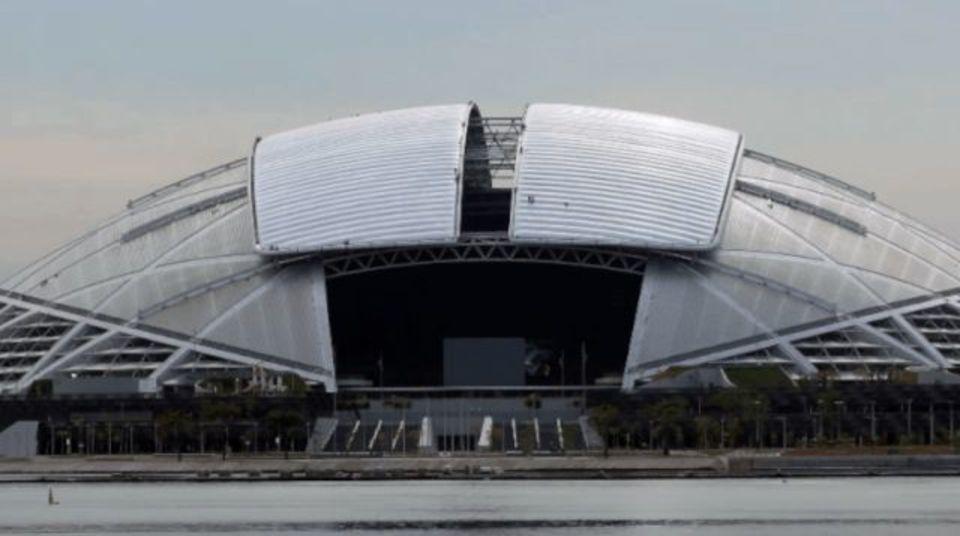 屋根部分が20分で開閉する世界最大のドーム