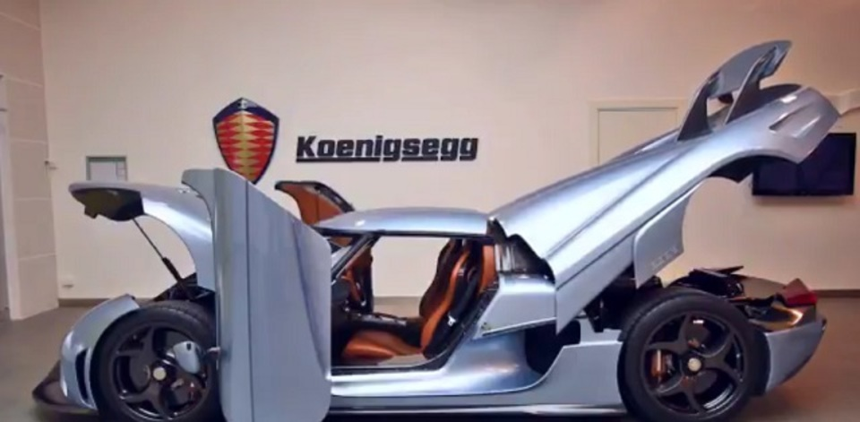 信じられないくらい変形するケーニッグゼグのスーパーカー