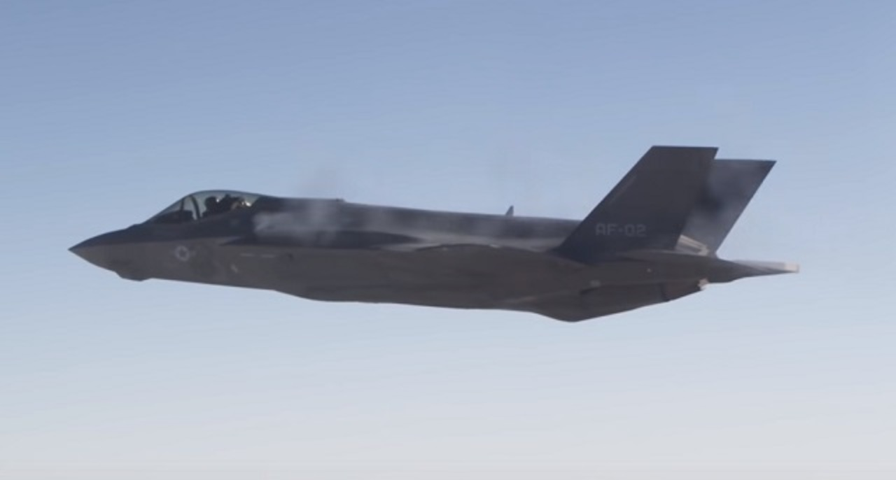 一瞬の早業。F-35のガトリングガンが空中試射に初成功