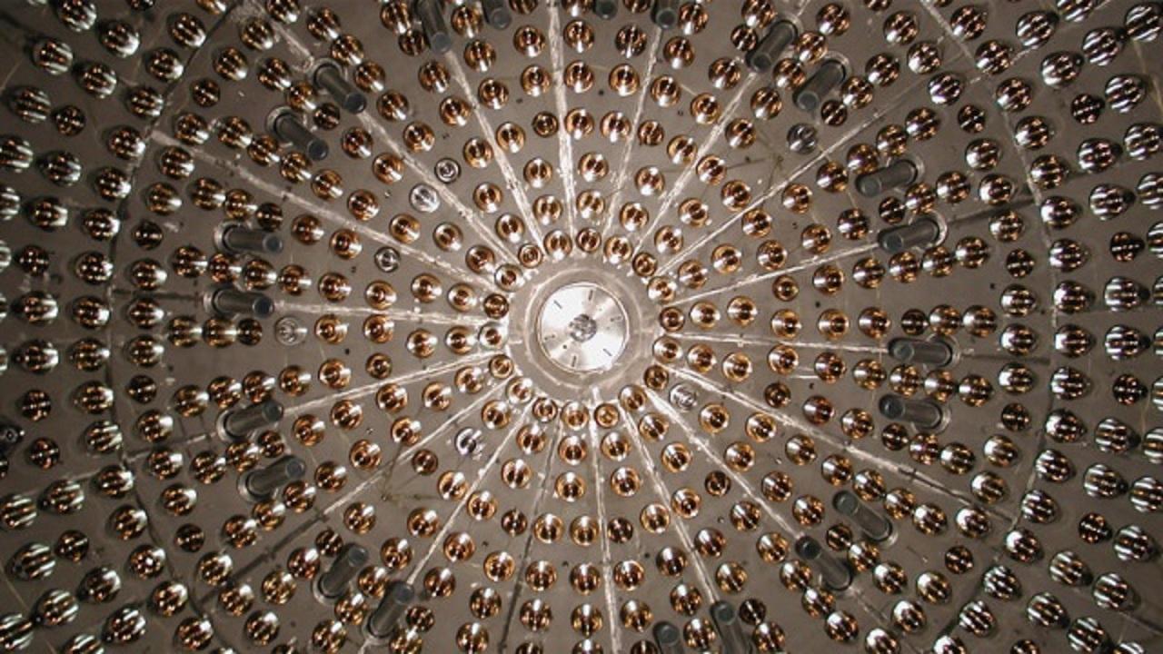 電子の寿命は宇宙の年齢の500京倍以上。てか、電子も死ぬの?
