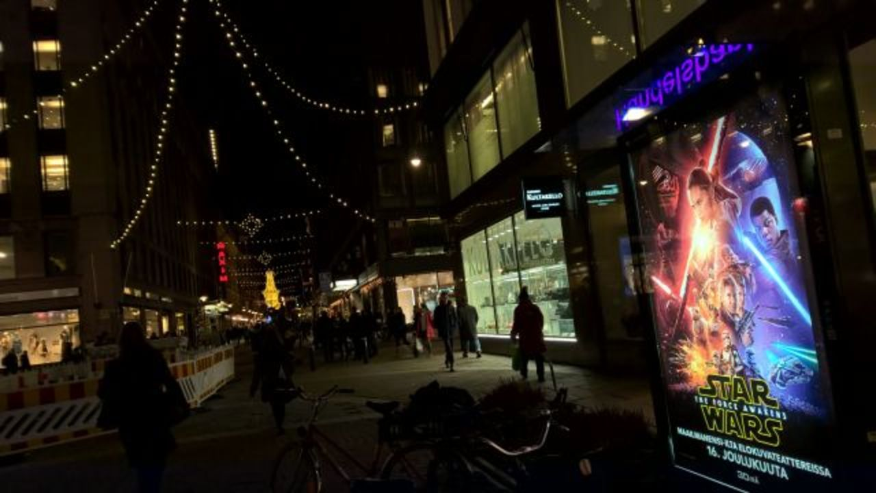 いまいち盛り上がりに欠けるフィンランドで「スター・ウォーズ/フォースの覚醒」を公開初日に見てきた