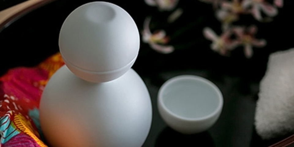 日本の伝統技術が生み出す、お酒が注げる「雪だるま」