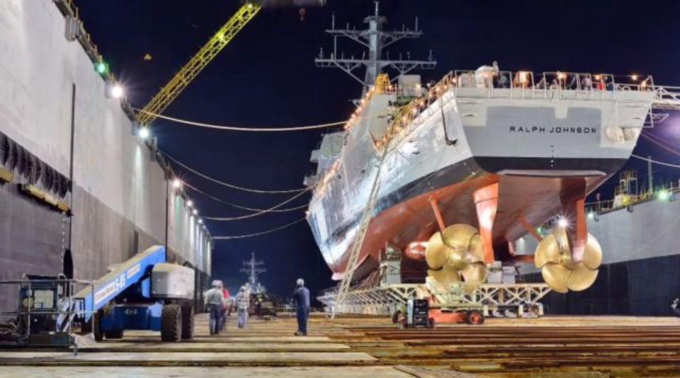完成したばかりの米ミサイル駆逐艦が着水するまでをタイムラプス動画で