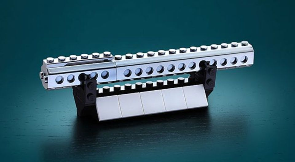 レゴが付けれるけど、持ち運びにも文字を書くのもつらそうなペン