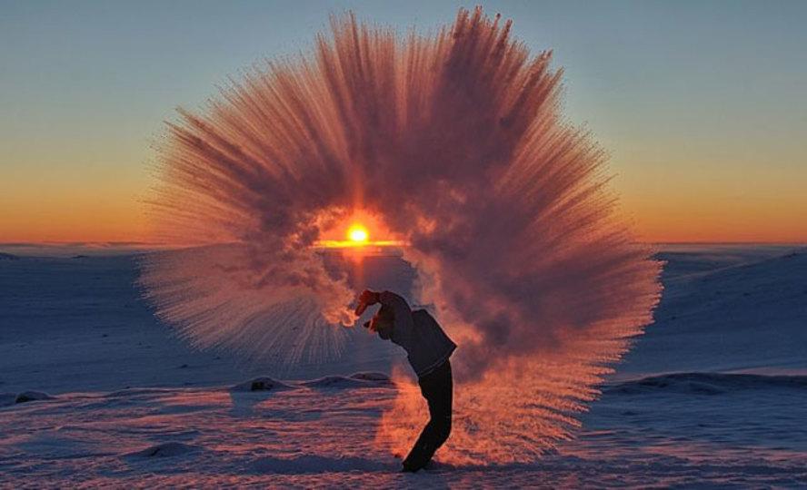 極寒の北極でお茶をぶちまけました