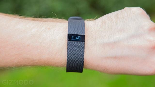 151225best-gadgets-l-fitbitchargehr.jpg