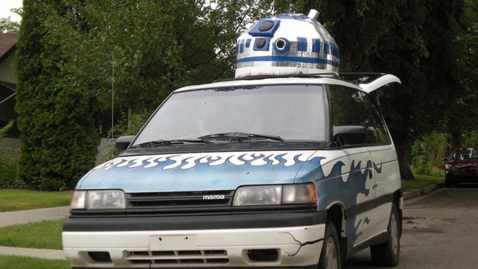 スター・ウォーズ好きによる超巨大自作R2D2!