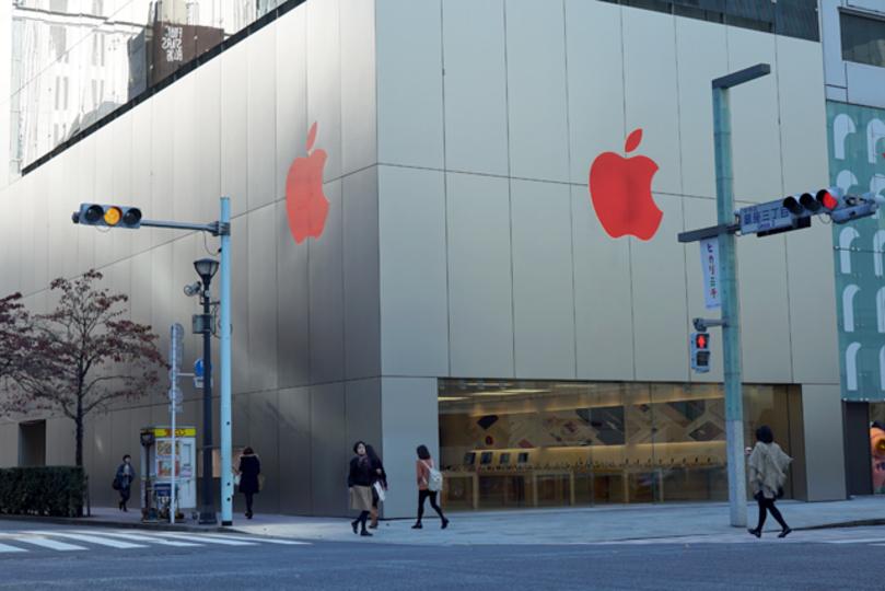12月1日は世界エイズデー。今日だけアップルストアのリンゴがレッドカラーになってます