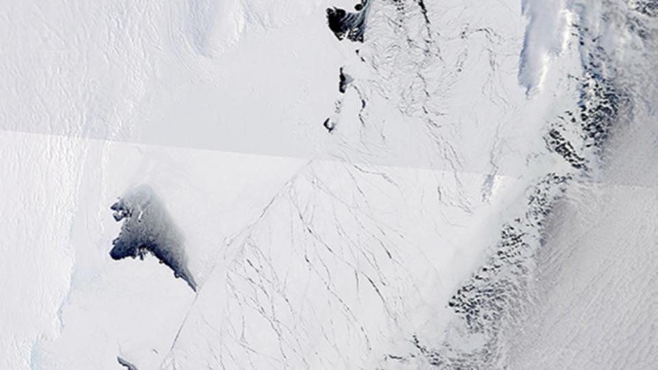 南極の氷の下にはグランドキャニオンの2倍の長さの渓谷が閉じ込められているかもしれない