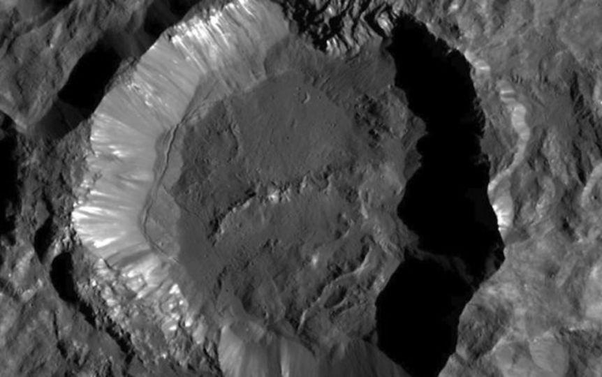 塩?それとも…輝く準惑星ケレスの謎