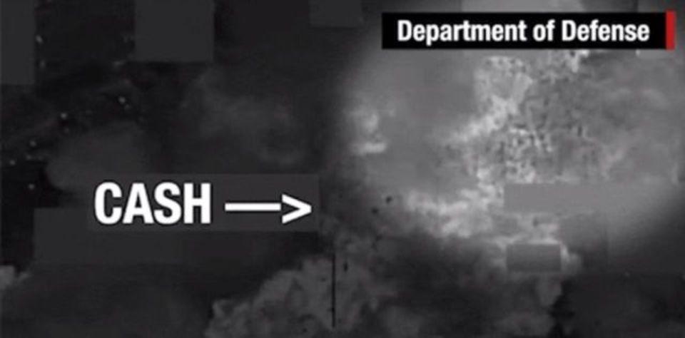アメリカがISISの倉庫を爆撃、舞い散る現金