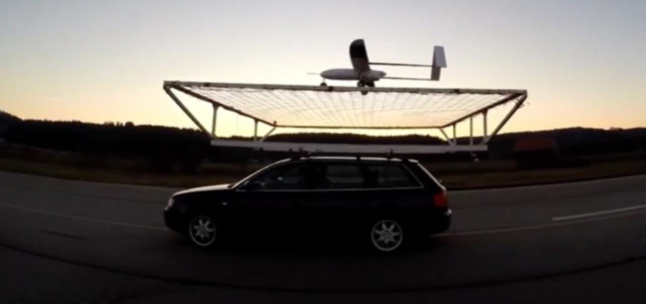 着陸コストのブレイクスルーなるか。自動運転ドローンが走行中の車にランディング成功