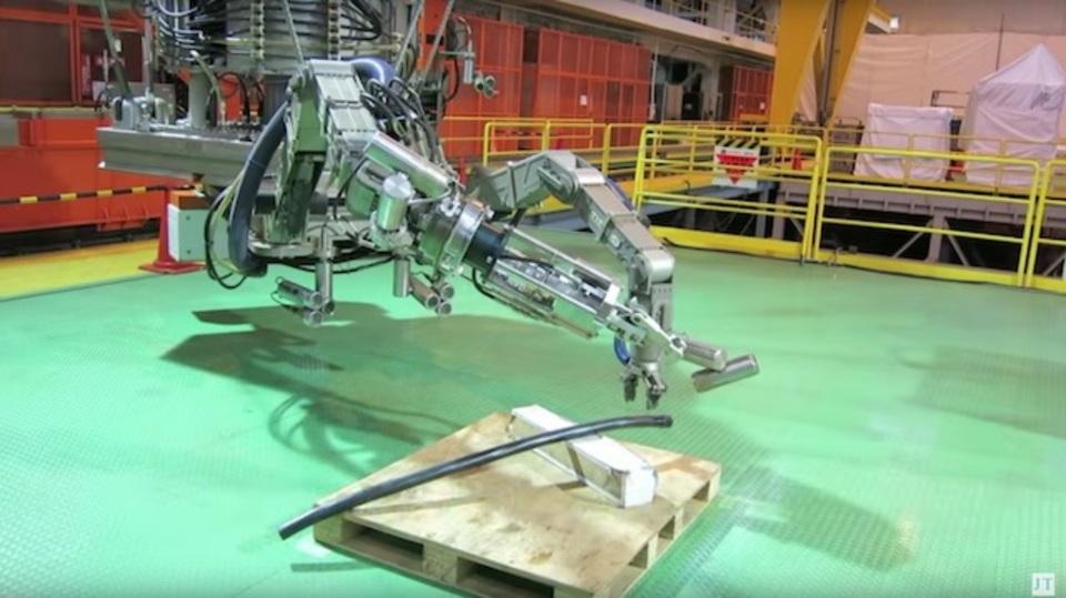福島の未来を守るため、原発で働くロボット