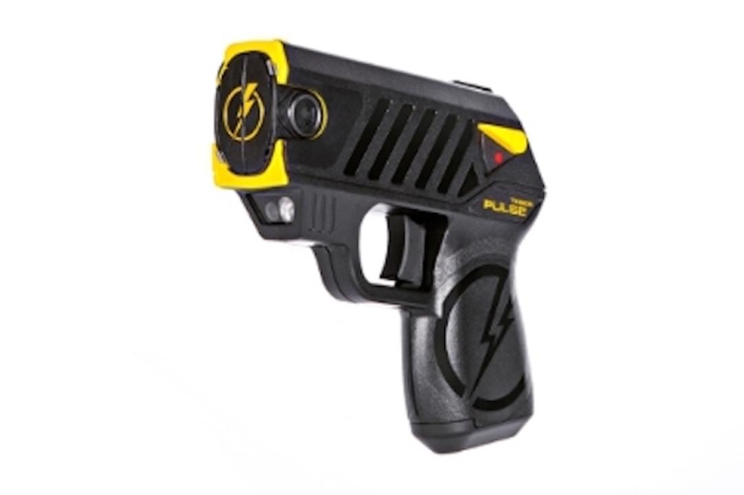 SF感が減り小型化された新型テーザー銃「TASER Pulse」