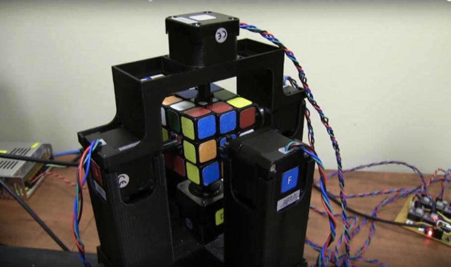 ルービックキューブを1秒で解くロボットが登場
