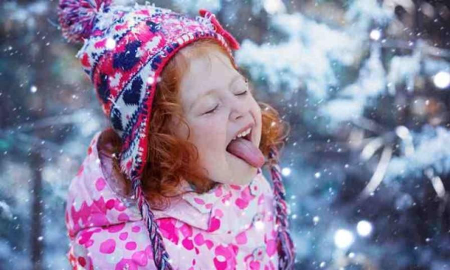 舞い散る雪をペロリ…と口に入れるのは非常に危険らしい