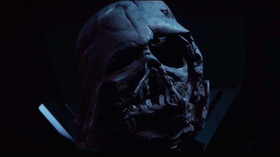 「ジェダイの帰還」で焼かれたダース・ベイダーのヘルメット、本物写真が残ってた