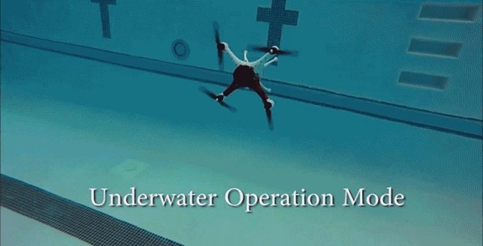 空中と水中をシームレスに飛び、泳ぐ。完全水空両用ドローン