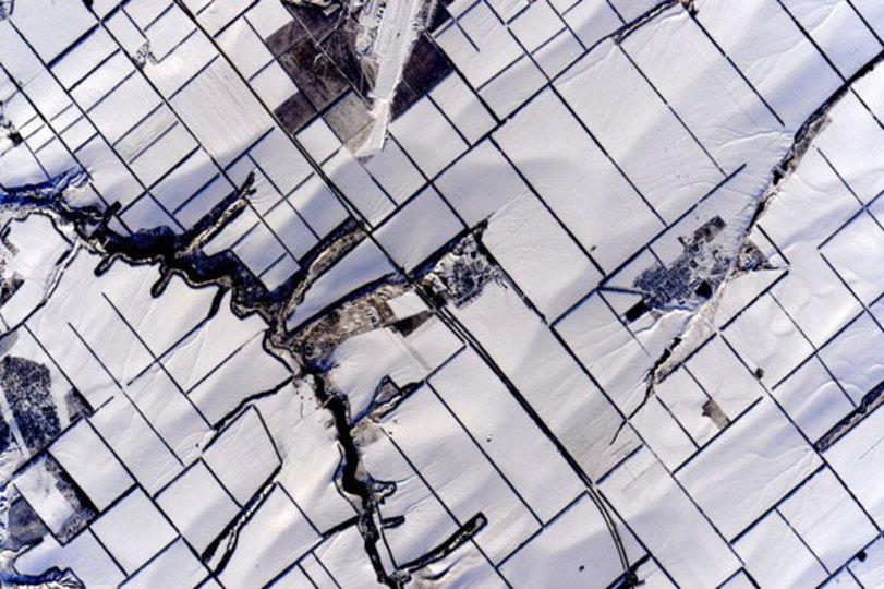 国際宇宙ステーションから見た白銀の街