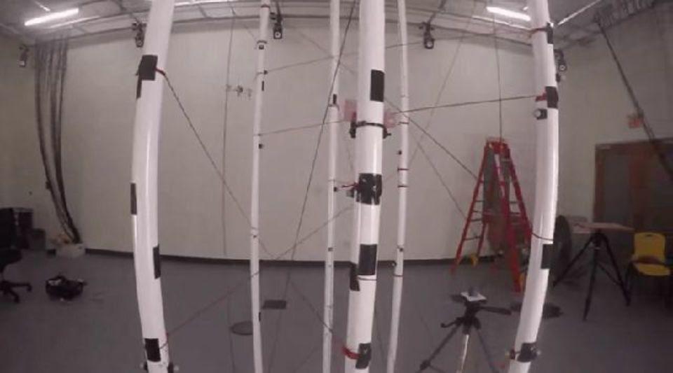 勝手に障害物を避けるドローン、MITが開発中