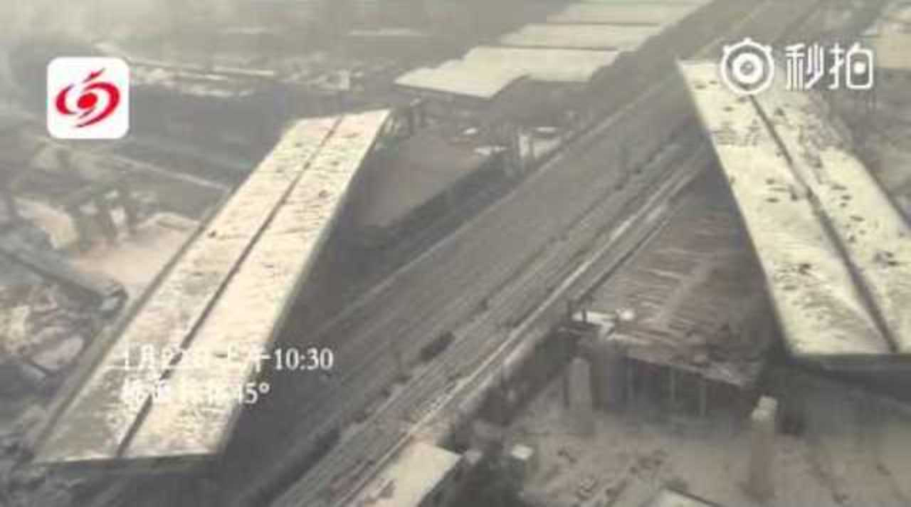 中国のエンジニアが見せた謎の凄技…巨大な橋が90分で強制「右向け右」