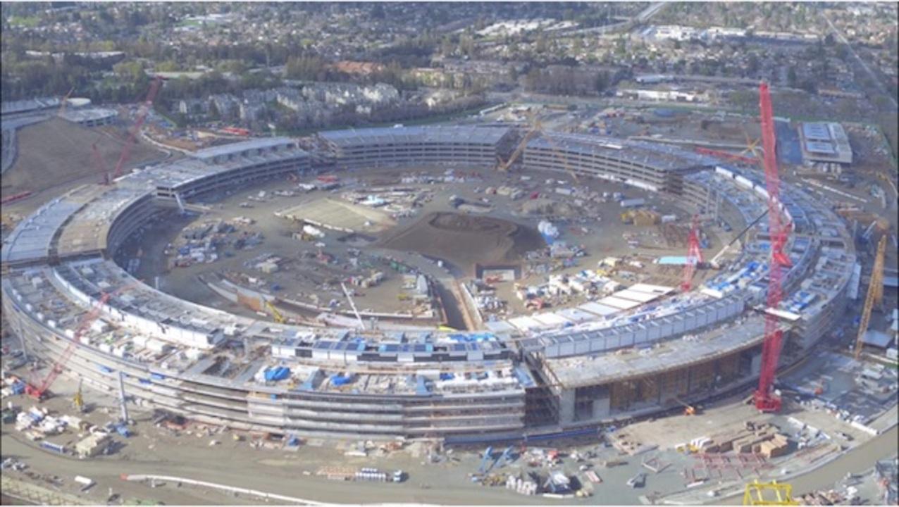 ドローンで空撮したアップル新社屋、着々と建設が進む様子がかっこいい