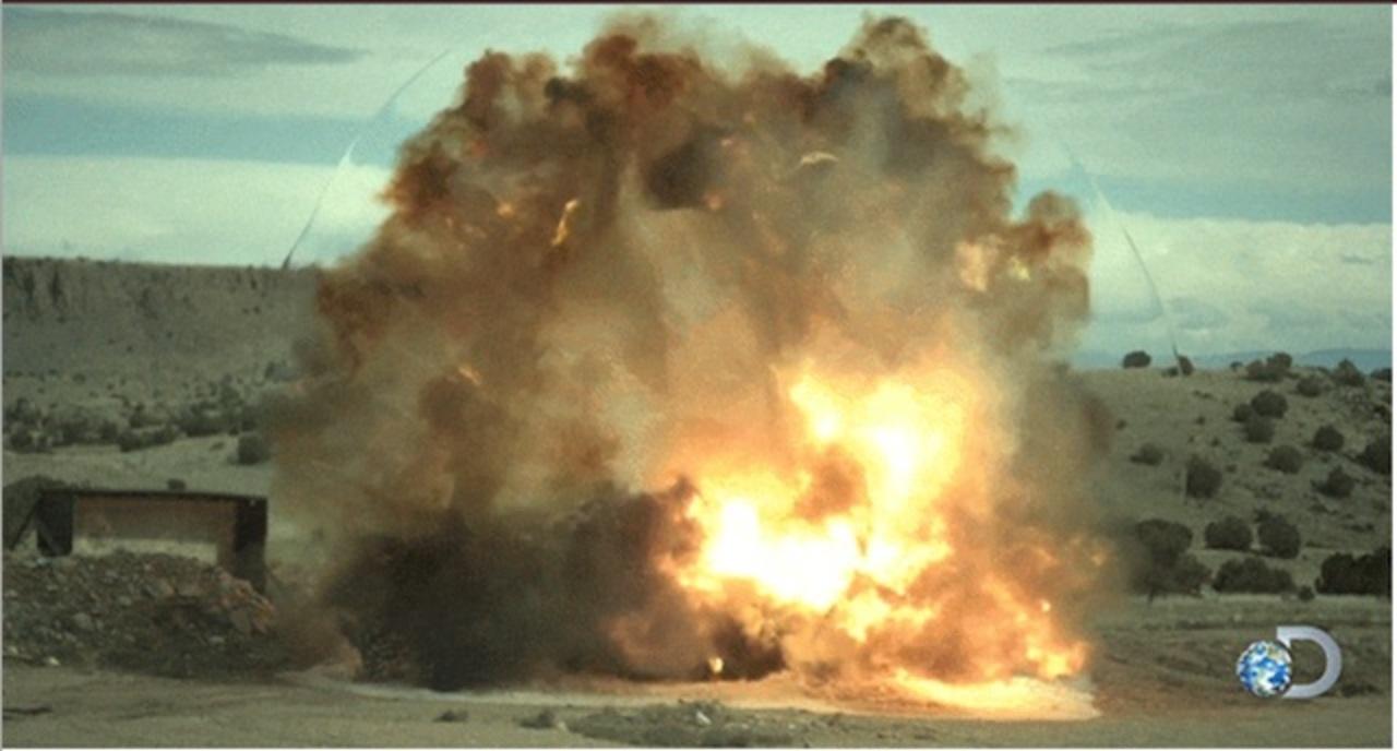 クルマ爆破で、ものすごい衝撃波...