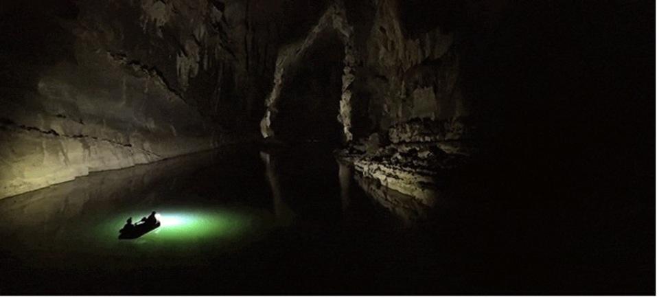 まるで宇宙...世界最大級の洞窟を探検するのってこんな感じらしい(動画)