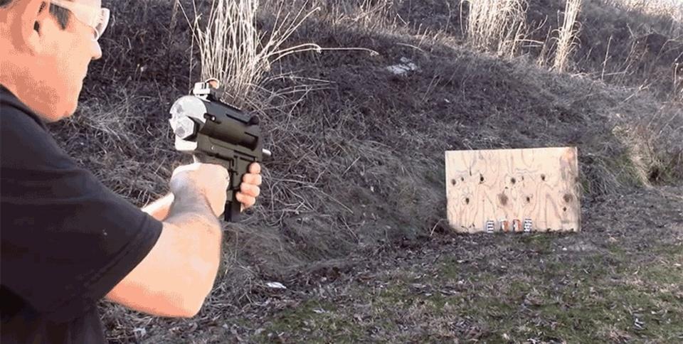 3Dプリンターで(アメリカで)合法のセミオートマチック銃を作成、発砲に成功した男が登場