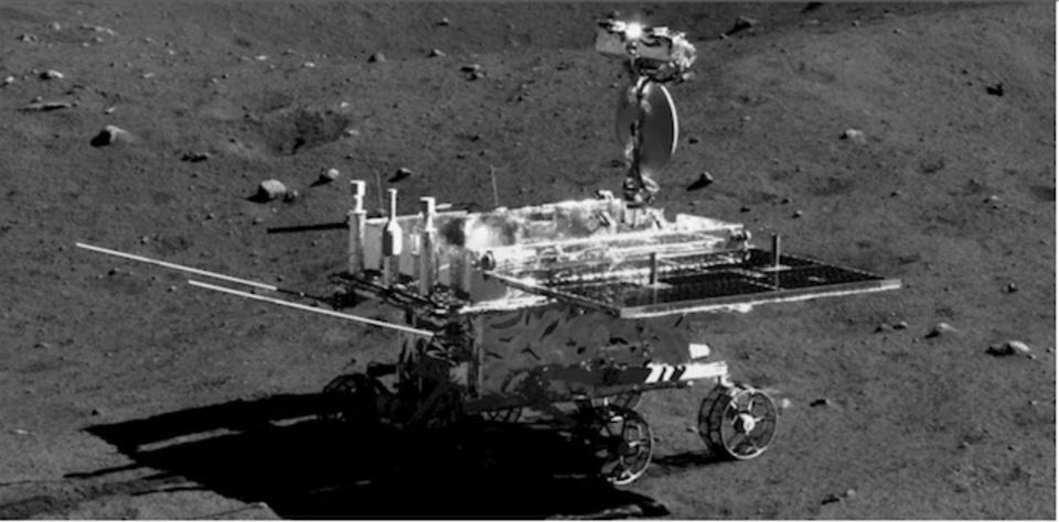 実は37年ぶり。中国の無人月探査機が撮った月面写真