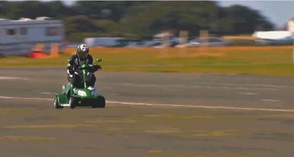 シャーシはゴーカート、エンジンはスズキ。手作りスクーターが時速173km超えでギネス更新