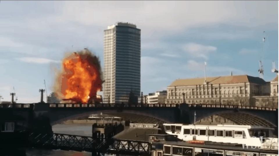 ロンドンでバス爆発。映画撮影と知らされていない市民がビビる