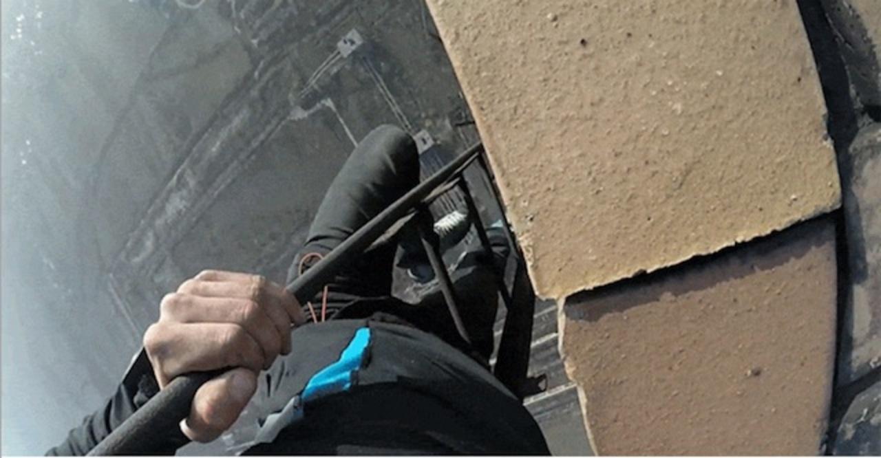 地上280メートルからハシゴで降りる強者現る