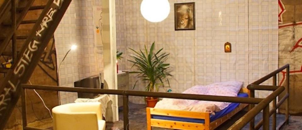 ベルリン地下鉄に謎のベッドルーム。その正体は?