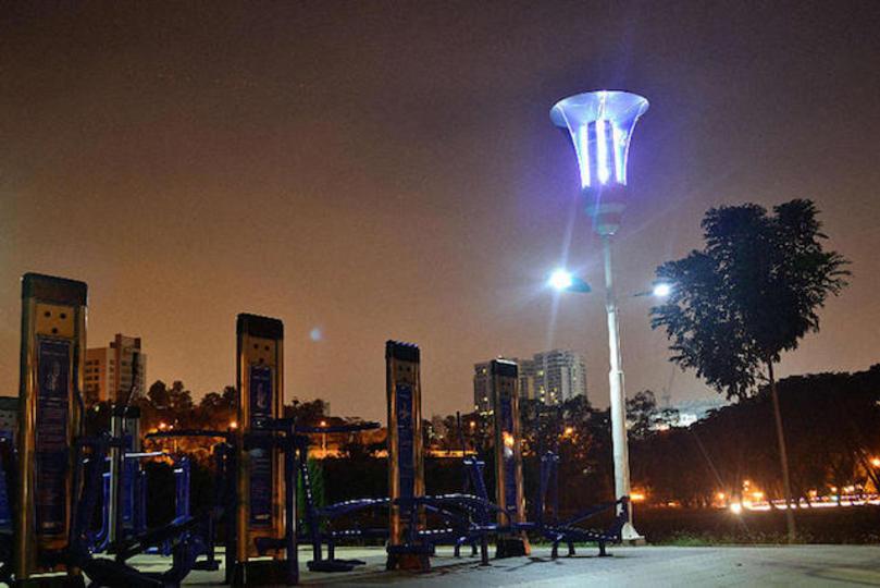 蚊を撃退してデング熱と戦う太陽光発電式LED街灯がマレーシアで実現