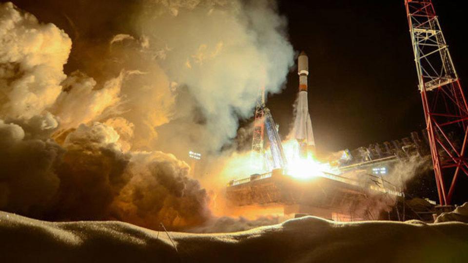 ソユーズの打ち上げがクリスマスカードみたい