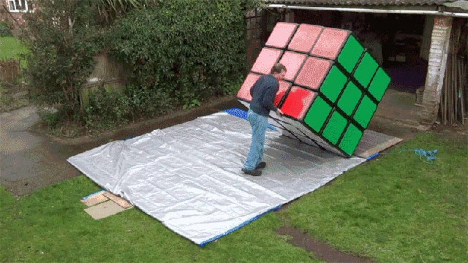 世界最大のルービックキューブ。これはいい運動になるな