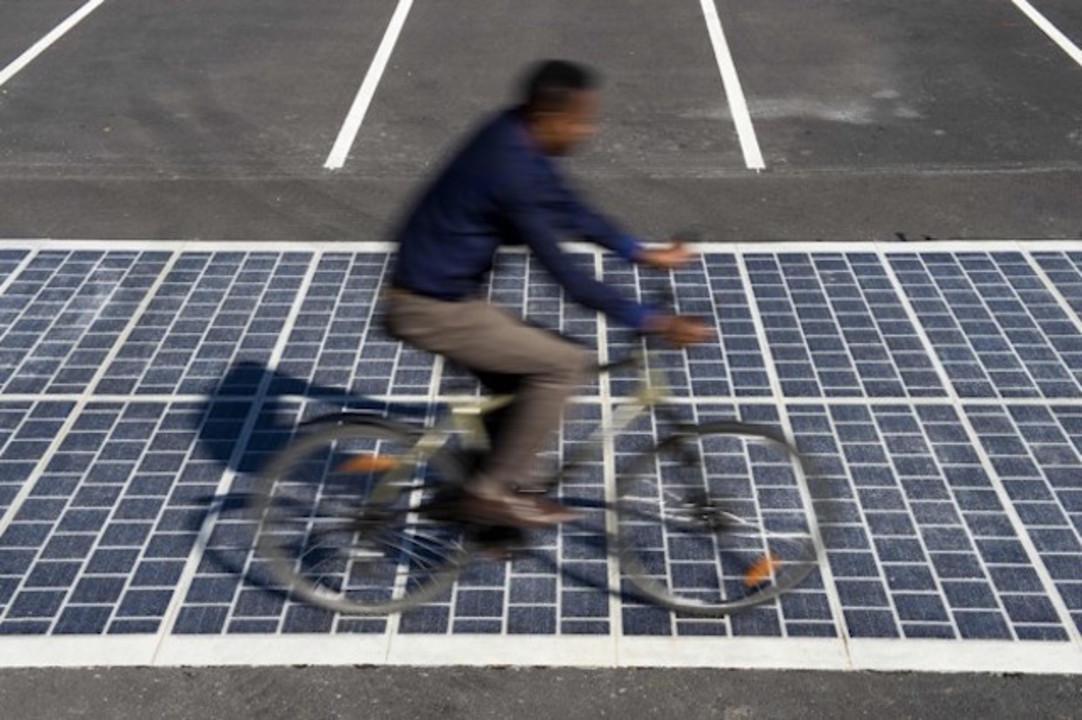 エコはここまできた! ソーラーパネル道路がフランスに登場へ