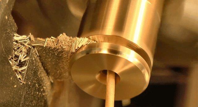 作られる工程まで美しい。自宅でスケルトン時計を作る動画