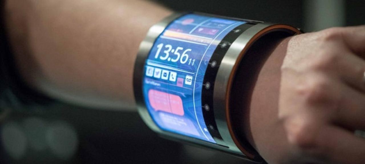 次のスマートウォッチはこうなる? 腕に巻ける4.7インチ液晶ディスプレイ