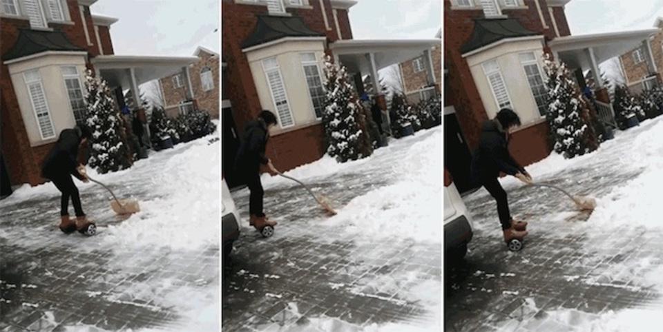 サイコーに危なっかしい…ホバーボード雪かき